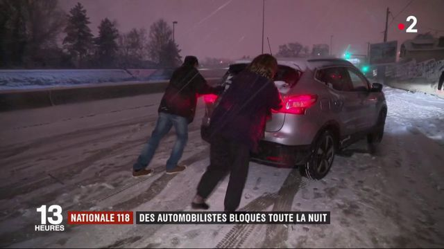 Neige : des automobilistes bloqués toute la nuit sur la Nationale 118