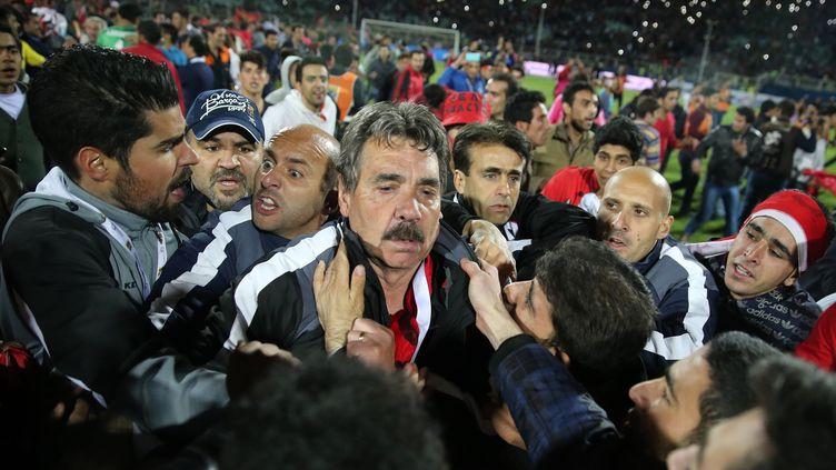 Toni Oliveira, entraîneur du Tractor Sazi, après que son club a échoué à remporter le championnat iranien, à Tabriz (Iran), le 15 mai 2015. (OMID VAHABZADEH / FARS NEWS / AFP)