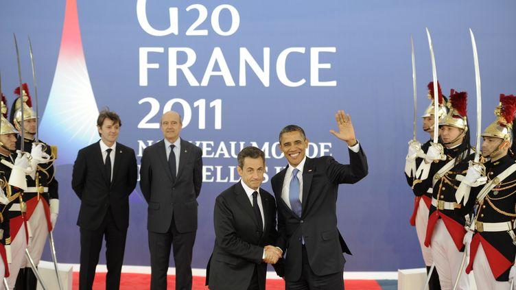 Nicolas Sarkozy accueille Barack Obama, le 3 novembre 2011, à Cannes, pour l'ouverture du sommet du G20. (LIONEL BONAVENTURE / AFP)