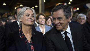 Penelope et François Fillon, lors d'un meeting du candidat de la droite, à Paris, le 29 janvier 2017. (ERIC FEFERBERG / AFP)