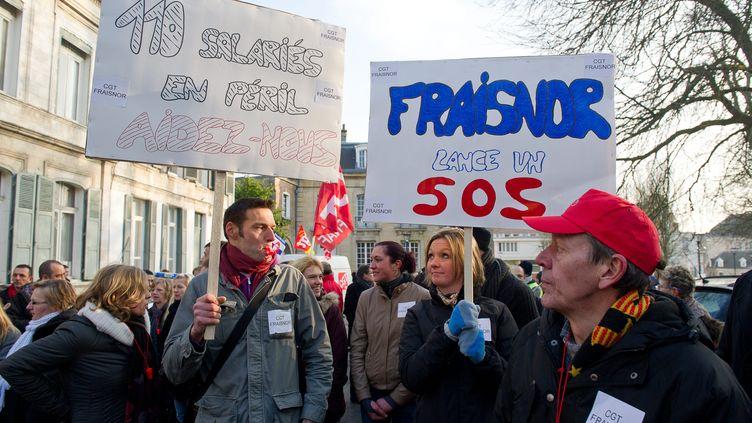 La centaine d'employés de l'entreprise Fraisnor ont manifesté,mercredi 20 février 2013 à Arras (Pas-de-Calais), pour réclamer une aide financière après le scandale de la viande de cheval qui se répercute sur les ventes de leur société. (MAXPPP)