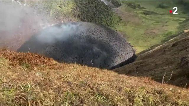Éruption à Saint-Vincent : les premières évacuations d'habitants ont débuté