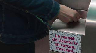 Transports : les carnets de tickets de métro version papier progressivement retirés de la vente en Île-de-France (FRANCE 3)