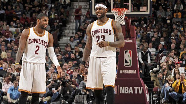 LeBron James satisfait aux côtés de Kylie Irving