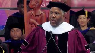 Robert Smith, milliardaire américain, a décidé de rembourser les dettes de 400 étudiants. (FRANCE 2)