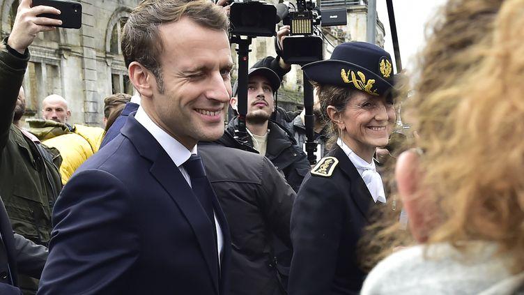 Emmanuel Macron le 30 janvier 2020 à Angoulême (Charente) à l'occasion de sa visite au Festival international de la bande dessinée. (GEORGES GOBET / AFP)