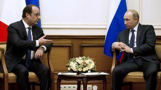François Hollande s'entretient avec le président russe Vladmir Poutine, à Moscou (Russie), le 6 décembre 2014. (ALAIN JOCARD / AFP)
