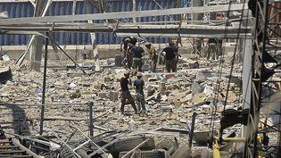 La recherche d'éventuels survivants se poursuit à Beyrouth (Liban), au lendemain de la double explosion dans le quartier du port, mercredi 5 août. (JOSEPH EID / AFP)