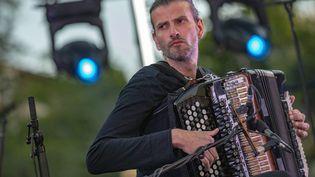 L'accordéoniste Vincent Peirani le 15 juillet 2019 sur la scène du Festival Marseille Jazz des Cinq Continents (FREDERIC SPEICH / MAXPPP)
