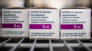 Des doses du vaccin d'AstraZeneca, le 21 avril 2021, dans une pharmacie de Turin (Italie). (MAURO UJETTO / AFP)