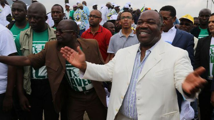 Le président gabonais, Ali Bongo, au milieu de ses supporters le 9 juillet 2016 à Libreville. Il venait d'annoncer officiellement sa candidature à la présidentielle. (Photo AFP/Samir Tounsi)