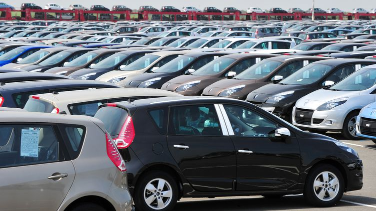 Les immatriculations de voitures en France ont reculé en avril de 1,6% par rapport à avril 2011, selon des chiffres publiés le 2 mai 2012 par le Comité des constructeurs français d'automobiles (CCFA). (PHILIPPE HUGUEN / AFP)