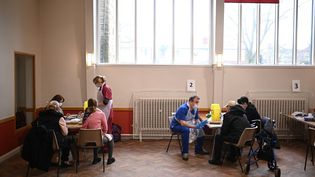 Un centre de vaccination à Sheffield (Royaume-Uni), le 20 février 2021. (OLI SCARFF / AFP)
