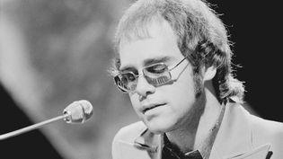 En 1972, Elton John enregistre un premier album au Château d'hérouville dans le val-Oise. (MICHAEL PUTLAND / HULTON ARCHIVE / GETTY IMAGES)