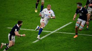 L'ailier du XV de France, Gael Fickou, lors du match contre l'Ecosse, vendredi 26 mars, à Saint-Denis. L'équipe de France de rugby s'incline (23-27) et termine deuxième du Tournoi des six nations. (MARTIN BUREAU / AFP)
