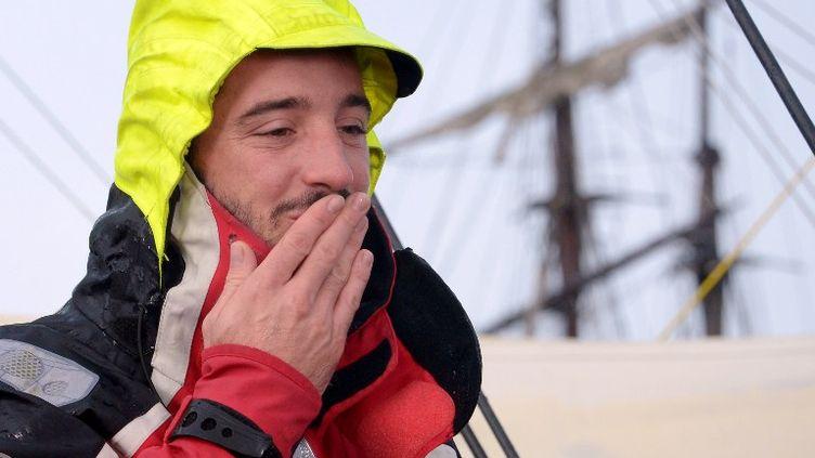 Le skipper français Louis Burton avant le départ de la 7e édition du Vendée Globe, le 10 novembre 2012 aux Sables-d'Olonne. (DAMIEN MEYER / AFP)