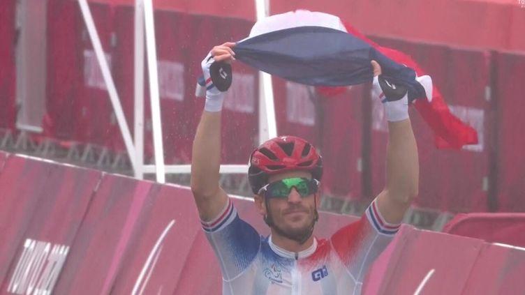Le para cycliste français Kevin Le Cunff, sacré champion paralympique à Tokyo en catégorie C4-5, le 3 septembre 2021. (Capture d'écran France TV Sport)
