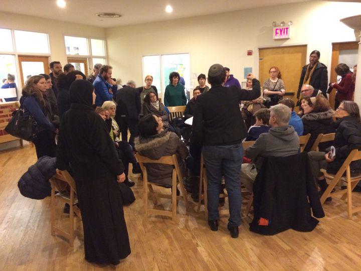 Un groupe de travail d'activistes anti-Trump, dans une synagogue de Brooklyn à New-york le 16 janvier 2017 (CHARLOTTE ALIX / RADIO FRANCE)