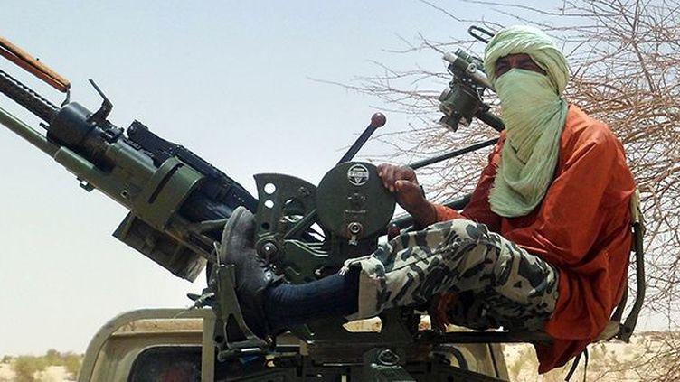 Un combattant islamiste sur son pick-up près de Tombouctou, le 24 avril 2012. (AFP / Romaric OLLO HIEN)