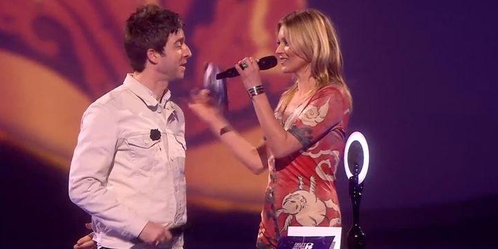 Noel Gallagher et Kate Moss, venue recevoir le Brit Award de David Bowie.  (Brit Awards)