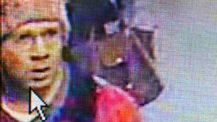 Abdelhakim Dekhar, soupçonné d'être le tireur de Paris, le 18 novembre 2013, sur les images de vidéosurveillance du métro parisien. (HO / PREFECTURE DE POLICE DE PARIS)