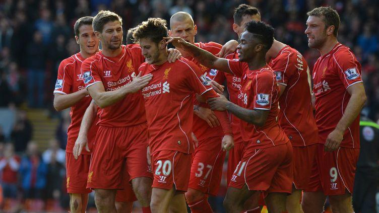 Les Reds congratulent leur premier buteur du jour, Adam Lallana (PAUL ELLIS / AFP)