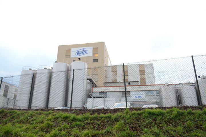 L'usine Lactalis de Craon(Mayenne), le 11 janvier 2017. (RONAN HOUSSIN / CROWDSPARK / AFP)