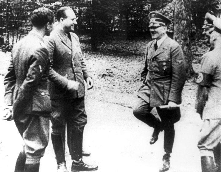 Adolf Hitler, le 22 juin 1940, après la lecture des termes de la redditionde la France à Compiègne (Oise). (AP / SIPA / AP)