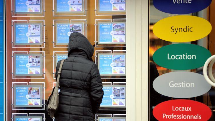 C'est le moment d'acheter un bien immobilier. Les taux des crédits immobiliers sont très intéressants. (PHILIPPE HUGUEN / AFP)