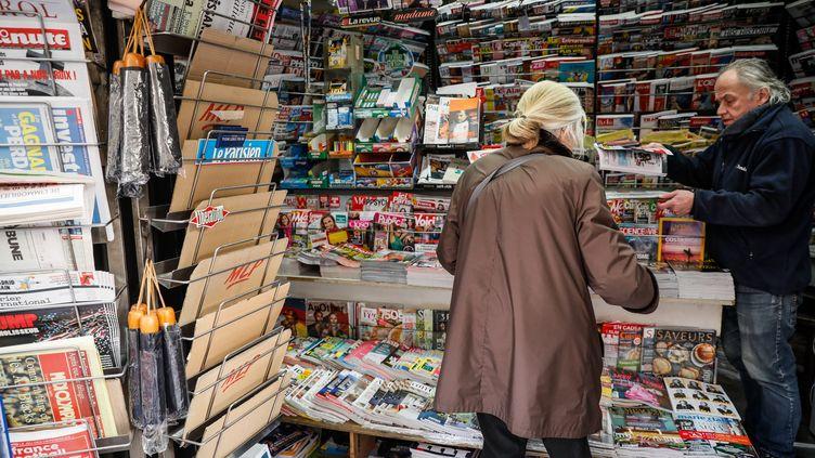 Un kiosque de presse à Paris, le 8 novembre 2017. (MAXPPP)