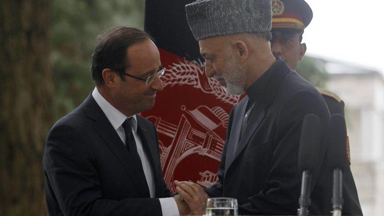 François Hollande et le président afghan, Hamid Karzaï, à l'issue d'une conférence de presse à Kaboul (Afghanistan), le 25 mai 2012. (OMAR SOBHANI / REUTERS)