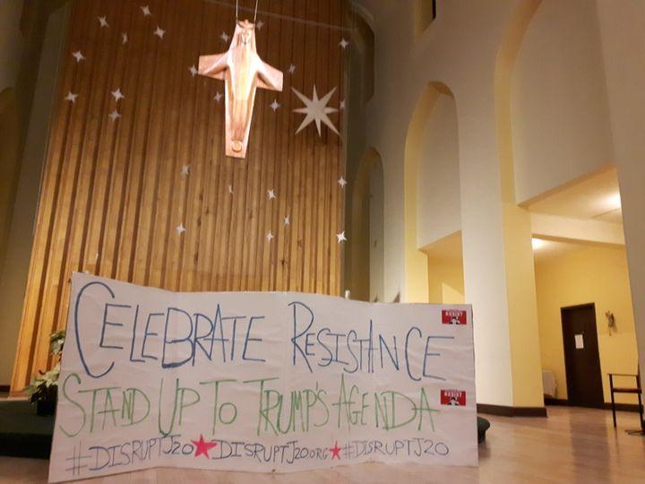 Le collectif Disrupt J20 structure la contestation anti-Trump à l'église St Stephen (RADIO FRANCE / GREGOIRE LECALOT)