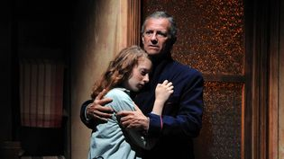 Francis Huster et Roxane Duran lors du filage de pièce  (DELALANDE RAYMOND/SIPA)