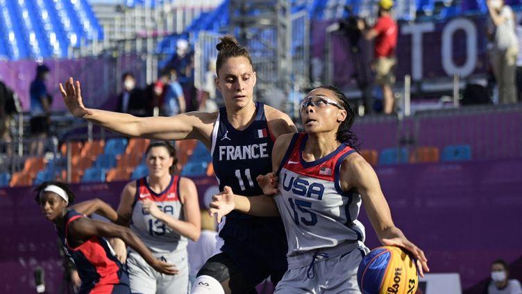 Les Françaises s'inclinent en demi-finales du basket 3x3. (JAVIER SORIANO / AFP)