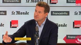 """Yannick Jadot, député européen EELV, invité de """"Questions Politiques"""" dimanche 25 octobre. (FRANCEINFO / RADIOFRANCE)"""