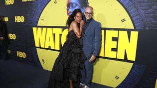 """L'actriceRegina King et le créateur de la série """"Watchmen""""Damon Lindelof, le 14 octobre 2019, à Los Angeles (Etats-Unis). (MARK VON HOLDEN / AP / SIPA)"""
