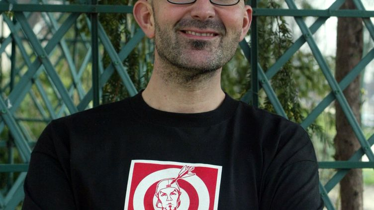 Le coach vocal Marco Beacco, le 10 février 2004, lors de la présentation d'un spectacle. (DELPHINE GOLDSZTEJN / LE PARISIEN / MAXPPP)