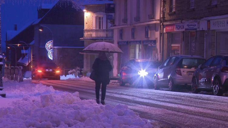 En Corrèze, à Égletons, unmanteau de neige recouvre tout le village après le passage de la tempête Bella. (CAPTURE ECRAN FRANCE 3)
