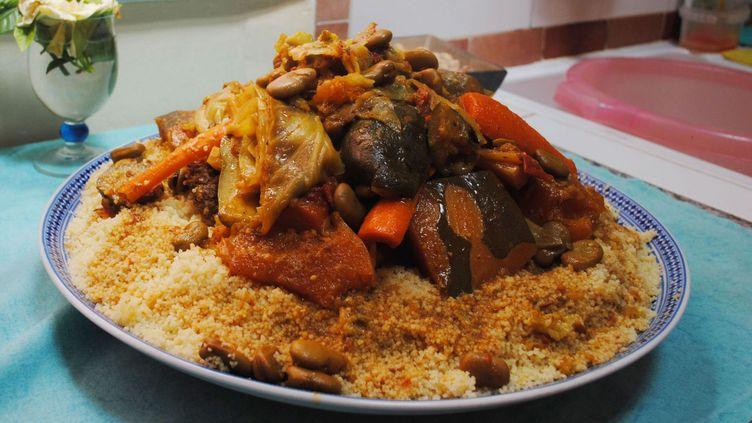 Plat de couscous marocain (AnouarNACH /wikicommon)