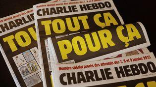 """Des exemplaires du numéro de """"Charlie Hebdo"""" à paraître le 2 septembre 2020, jour de l'ouverture du procès des attentats de janvier 2015. (AFP)"""