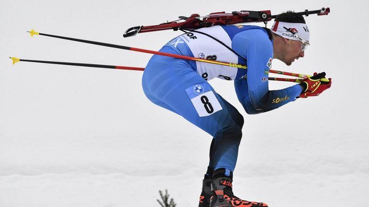Fabien Claude lors de la poursuite d'Oberhof en Allemagne.  (TOBIAS SCHWARZ / AFP)