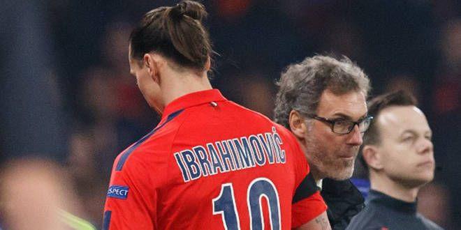 Zlatan Ibrahimovic croise Laurent Blanc lors de son expulsion à Chelsea