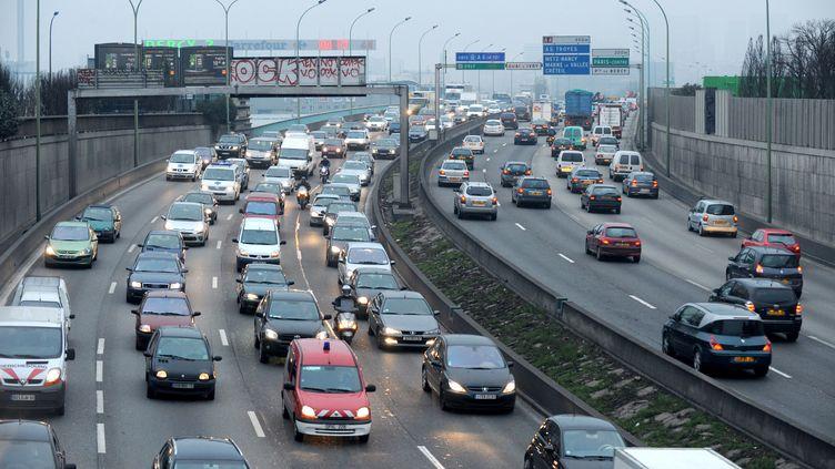 Le périphérique parisien, le 29 janvier 2009. Vendredi 7 mars 2014, la vitesse y est abaissée de 10 km/h en raison de la pollution. (BORIS HORVAT / AFP)