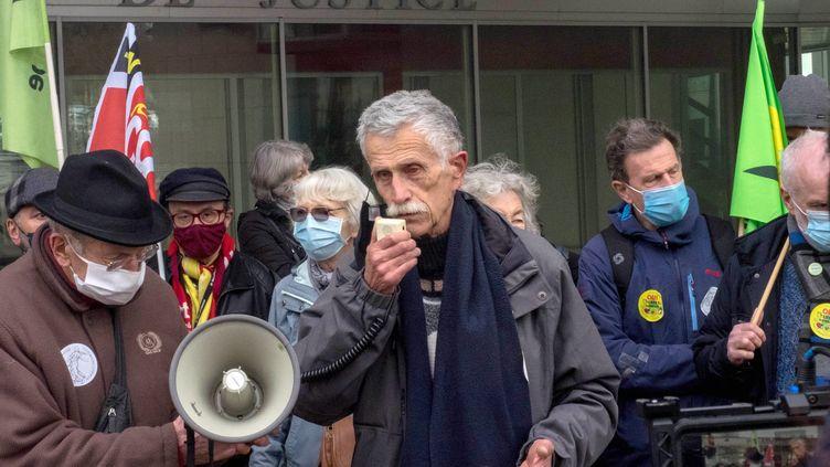 Bernard Loup, president du Collectif Pour le Triangle de Gonesse (CPTG) devant le tribunal judiciaire de Pontoise. Photo d'illustration. (BRUNO LEVESQUE / MAXPPP)