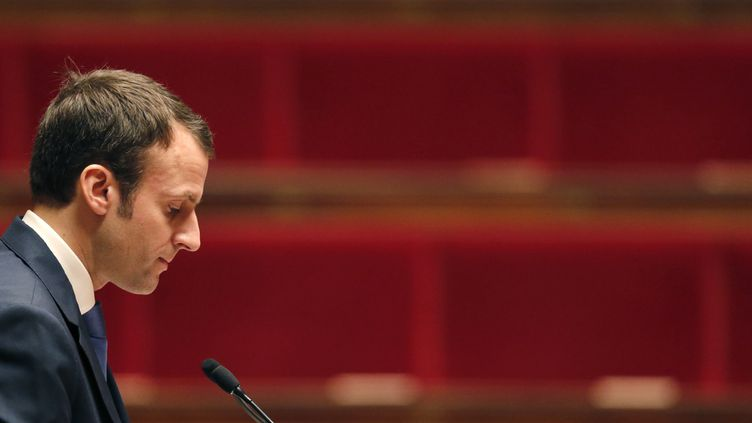 Le ministre de l'Economie, Emamnuel Macron, à l'Assemblée nationale, le 26 janvier 2015, à Paris. (CHRISTIAN HARTMANN / REUTERS)