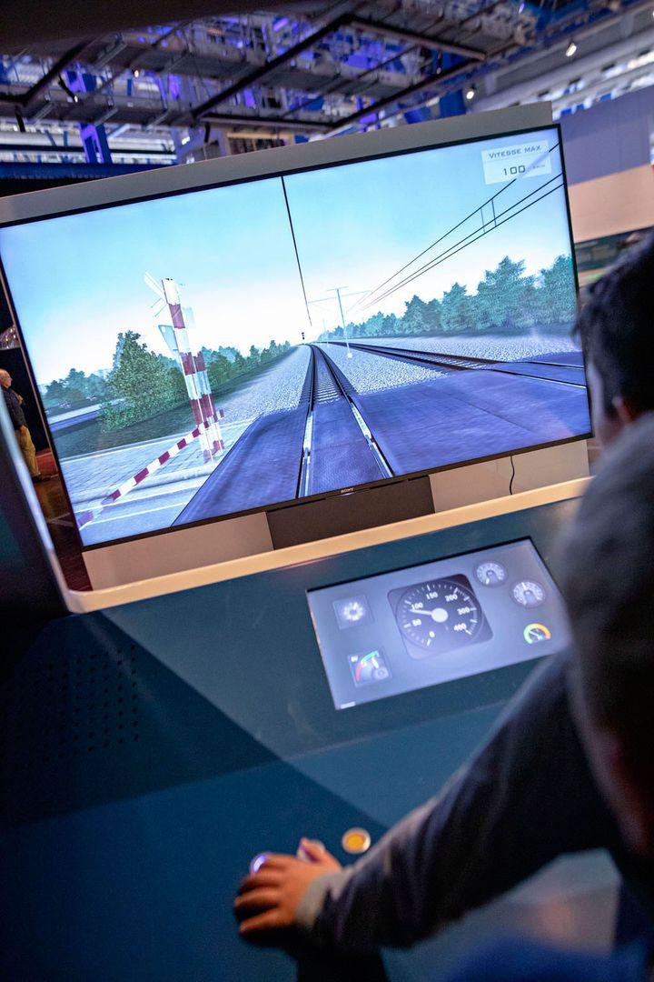 Le simulateur de conduite de l'expositionGrande vitesse ferrovaireà la Cité des sciences à Paris. (Universcience. Photo : E.Laurent)