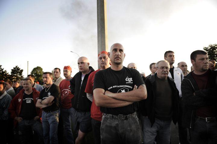 Des salariés de l'usine Goodyear en grève sur le site d'Amiens (Somme), le 2 juin 2009. (MAXPPP)