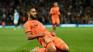 Le Lyonnais Nabil Fekir célèbre son but, le 19 septembre 2018 à Manchester (Royaume-Uni). (OLI SCARFF / AFP)