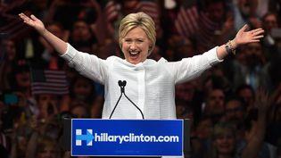 La candidate démocrate Hillary Clinton en meeting à New York (Etats-Unis), le 7 juin 2016. (TIMOTHY A. CLARY / AFP)