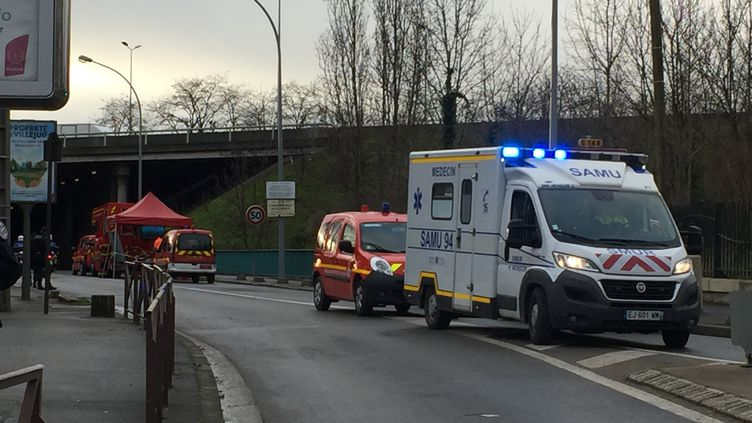 Un homme a agressé plusieurs personnes au couteau à Villejuif (Val-de-Marne), le 3 janvier 2020. (LAURINE BENJEBRIA / FRANCE-INFO)